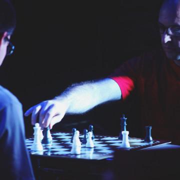 Gustavo Aiziczon y Eduardo Spinelli (performers). Masmenos Rio 4º. Foto: Lucas Ortiz